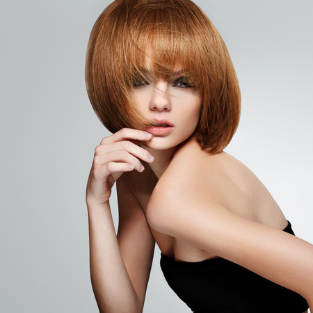 capelli lisci: Bello Brunette con Capelli corti Archivio Fotografico