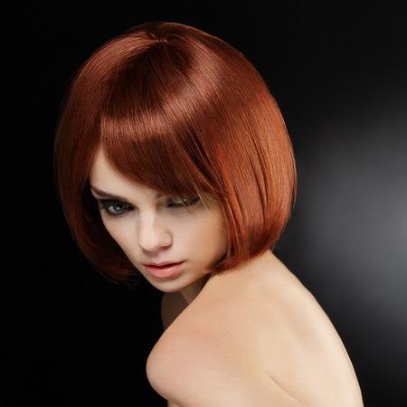 capelli lisci: Bella donna con capelli corti Archivio Fotografico