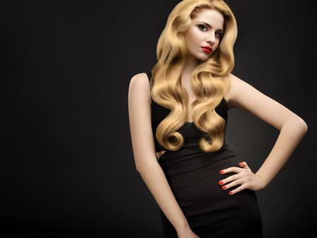 Portrait of Beautiful Woman with Long Wavy Hair Standard-Bild