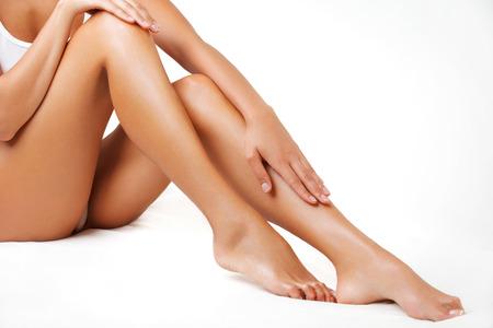 legs: Piernas largas la mujer aislados en blanco