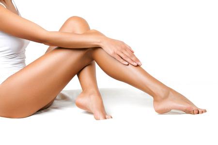 아름다움: 흰색 격리 된 긴 여자 다리 스톡 콘텐츠
