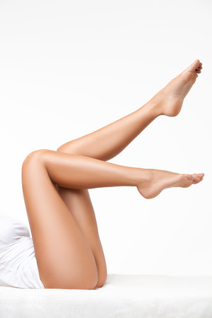 흰색 격리 된 긴 여자 다리 스톡 콘텐츠