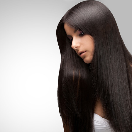 Beautiful Brunette Girl with Healthy Long Hair Foto de archivo
