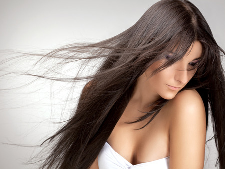 hair wind: Beautiful Woman with Healthy Long Hair.