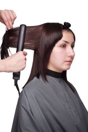 kapster: De kapper borstels het meisje