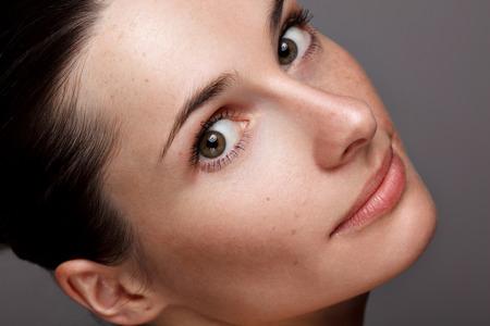 natural woman: Close-up young beautiful face