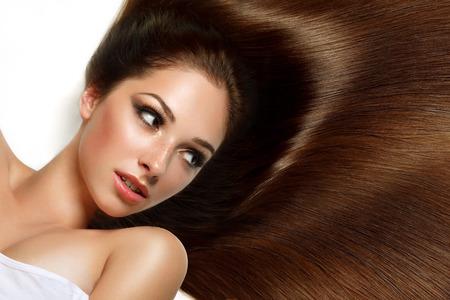 Braunes Haar. Schöne Frau mit dem gesunden langen Haar. Bild mit hoher Qualität. Standard-Bild - 45680418