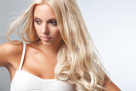 salon hair: Portrait of beautiful blonde woman . Healthy Long Blond Hair. Hair Extension