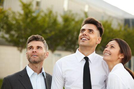 personas pensando: La gente de negocios que piensa sobre el futuro. Concepto de negocio Foto de archivo