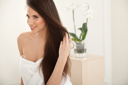fresh face: Brown Hair. Beautiful Brunette with Long Hair. Haircare. Spa Beauty Model