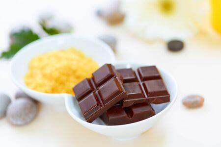 tratamientos corporales: Exfoliación corporal. Exfoliación con sales y Chocolate Foto de archivo