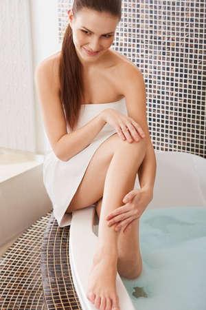 long feet: Long Woman Legs. Beautiful Woman Cares About Legs. Depilation