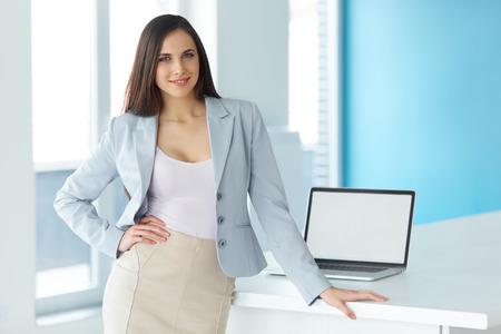 empleado de oficina: Foto de una empresaria en el trabajo en una Oficina Foto de archivo