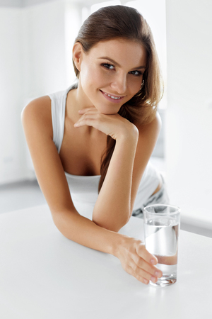 beautiful woman body: Healthy Lifestyle. Portrait Of Happy Smiling Young Woman With Glass Of Fresh Water. Healthcare. Drinks. Health, Beauty, Diet Concept. Healthy Eating.  Hydratation.