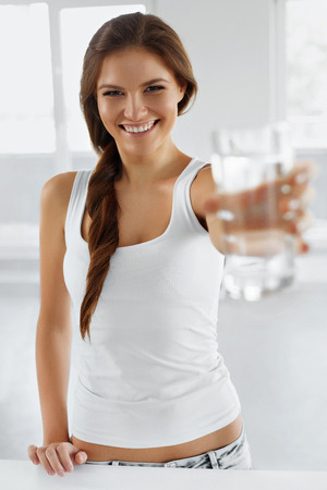 Drink Water. Happy Smiling Young Woman Drinking Fresh Pure Water. Hydratation. Healthcare. Drinks. Healthy Eating. Healthy Lifestyle. Health, Beauty, Diet Concept. Banco de Imagens