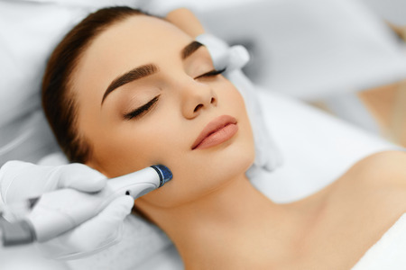 Face Skin Care. Close-up Of Woman Getting Facial Hydro Microdermabrasion Peeling Treatment At Cosmetic Beauty Spa Clinic. Hydra Vacuum Cleaner. Exfoliation, Rejuvenation And Hydratation. Cosmetology. 写真素材