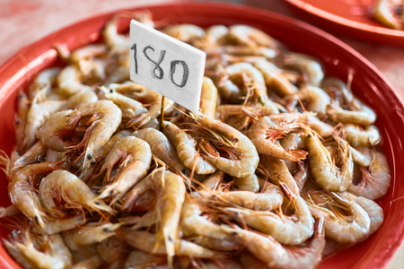 crustacean: Seafood. Close Up Of Fresh Caught Gourmet Shrimps ( Prawns, Crustacean ) At Fish Market In Thailand, Asia. Healthy Food Ingredient. Nutrition, Diet And Vitamins. Stock Photo
