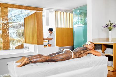 body mask: Body Care. Spa Treatment. Beautiful Sexy Young Woman Receiving Cosmetic Clay, Marine Algae Body Mask Lying On Massage Table At Beauty Salon. Skin Care Wrap Therapy. Healthy Lifestyle, Wellness Concept
