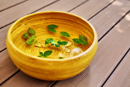 footcare: Spa Body Treatment. Foot Spa Basin, Bowl With Water, Natural Ingredients : Peppermint Leaves, Ginger, Essential Oils, For Detox Aromatherapy In Health Beauty Salon, Centre. Skin Care Pedicure Therapy