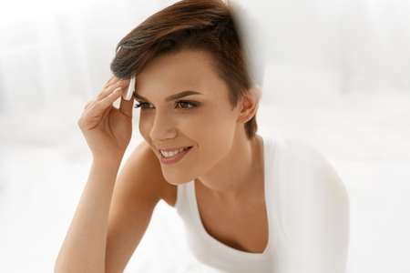 remover: Beauty Skin Care. Beautiful Happy Woman Removing Face Makeup Using Cotton Pad. Closeup Portrait Of Healthy Smiling Female Model With Natural Makeup Touching Perfect Fresh Soft Skin, Cleaning Her Face