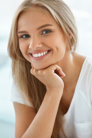 Beautiful Woman Smiling. Portrait Of Attractive Happy Healthy Girl With Perfect Smile, White Teeth, Blonde Hair And Fresh Face Smiling Indoors. Beauty And Health Concept. High Resolution Image Stok Fotoğraf