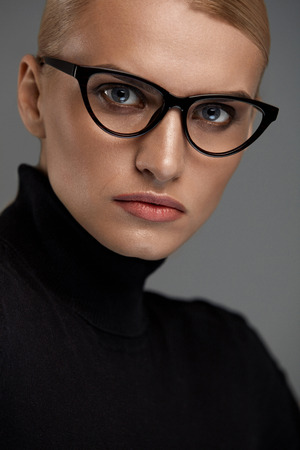 sexy black woman: Women Fashion Glasses. Attractive Female In Black Cat Eye Design Optical Frame, Eyewear. Portrait Of Beautiful Sexy Young Woman With Natural Face Makeup Wearing Stylish Eyeglasses. High Resolution