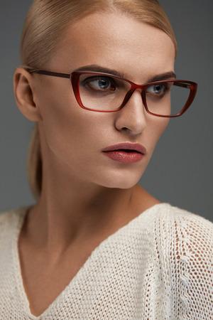 in fashion glasses  Frame High Im谩genes De Archivo, Vectores, Frame High Fotos Libres ...
