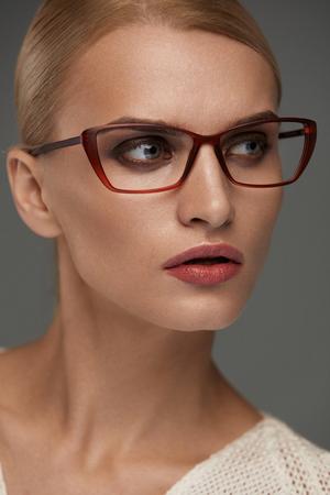 in fashion glasses  Vision Vogue Woman Im谩genes De Archivo, Vectores, Vision Vogue ...