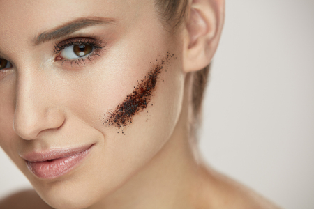 Beauty Face Cosmetics. Closeup Of Healthy Young Woman With Stripe Of Coffee Mask On Facial Skin. Beautiful Female With Pure Soft Facial Skin, Fresh Natural Makeup And Coffee Scrub. High Resolution Фото со стока - 78817312