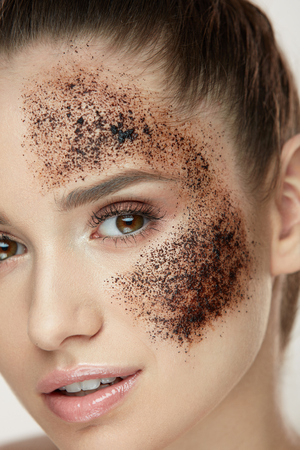Woman Beauty Face. Closeup Of Beautiful Young Female Model With Fresh Coffee Mask, Face Scrub On Skin. Sexy Healthy Girl With Natural Makeup Exfoliating Skin With Skin Care Cosmetics. High Resolution Фото со стока - 78817360