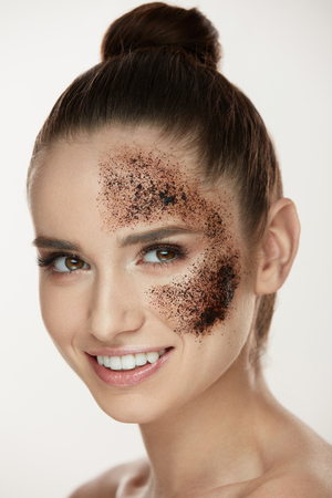 Woman Face Skin Care. Closeup Beautiful Healthy Girl With Fresh Makeup Doing Peeling Procedure. Portrait Of Sexy Young Woman With Natural Coffee Mask, Skin Scrub On Face. Beauty. High Resolution Фото со стока - 78817399