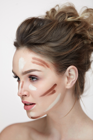 Beauty Cosmetics. Portrait Of Beautiful Sexy Female With Contouring And Highlighting Lines On Facial Skin. Closeup Of Attractive Young Woman With Fresh Natural Makeup Contour Lines. High Resolution Imagens