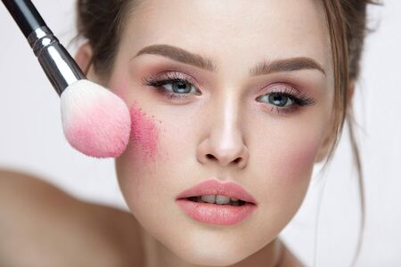 sexy model: Woman Beauty Face Cosmetics. Portrait Of Sexy Young Female Model Applying Makeup, Loose Blush With Brush On Facial Skin. Closeup Beautiful Girl With Fresh Skin And Natural Make-Up. High Resolution