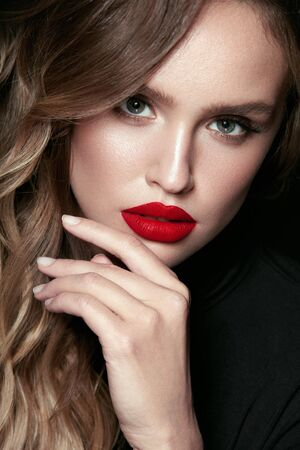 Beautiful Woman Face With Makeup And Red Lips. Portrait Of Young Sexy Gorgeous Female Model With Glamorous Make-Up, Flawless Facial Skin And Red Lipstick. Cosmetics Concept. High Quality Image. Foto de archivo