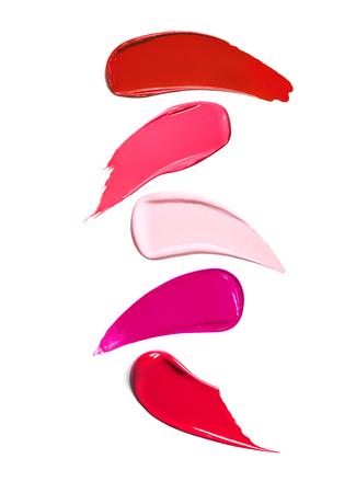 Flüssige Lippenstift-Schattierungen auf weißem Hintergrund. Verschiedene Töne von Lippenstiften, Textur des Make-up-Produkts. Hohe Auflösung.