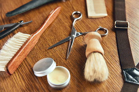 Barber Equipment And Tools On Wood Table. Close Up Of Hairdresser Supplies On Desk At Barber Shop. High Resolution Stock Photo - 105212499