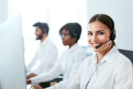 Call Center Agent Ð¡onsulting Client Online. Attractive Woman Working With Customer On Hotline Support. High Resolution Stok Fotoğraf - 105983795