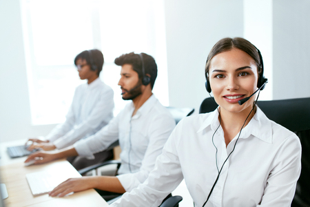 Call Center Agent Ð¡onsulting Client Online. Attractive Woman Working With Customer On Hotline Support. High Resolution Stok Fotoğraf - 105984369
