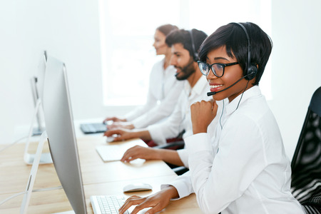 Customer Service Online In Call Center. Operators Consulting Clients On Hotline. High Resolution Stok Fotoğraf - 105455321