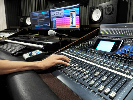 Sound Recording Studio With Professional Music Recording Equipment, Mixer Control Panel And Computer Monitors. High Resolution 스톡 콘텐츠