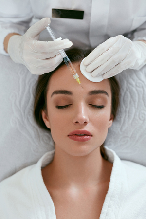 Beauty Injections. Woman On Rejuvenation Procedure In Clinic, Injection Against Forehead Wrinkles. High Resolution 写真素材