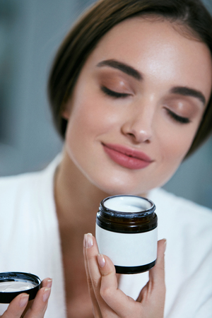 Beauty Face Care. Woman With Facial Cream Jar In Hand Portrait, Female With Clean Soft Skin. High Resolution Standard-Bild - 115069384