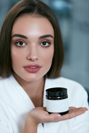 Beauty Face Care. Woman With Facial Cream Jar In Hand Portrait, Female With Clean Soft Skin. High Resolution Standard-Bild - 115069386