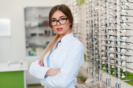Optician Woman At Eyeglasses Store, Portrait Of Female Optometrist. High Resolution Standard-Bild - 115593708