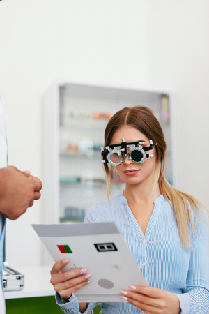 Eye Exam. Woman In Optometry Glasses Reading Eye Test Card, Eyesight Testing. High Resolution Standard-Bild - 115593714
