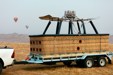 Hot Air Balloon Basket On Car Trailer At Field Closeup, Equipment For Ballooning. High Resolution Standard-Bild - 116703744
