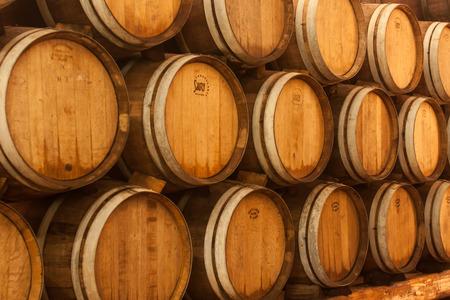 Wooden oak brandy wine grape barrels rows Stockfoto