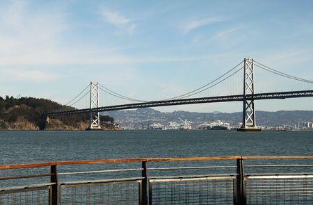 橋と島桟橋からのビュー