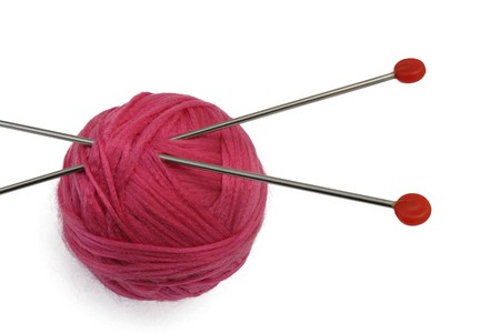 赤のクルーとニット針