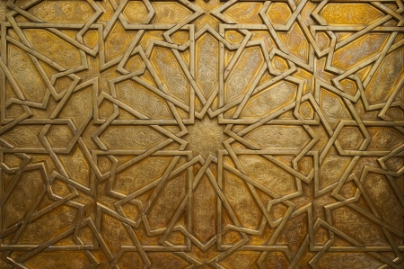 fez: Detalle de la puerta de bronce en el palacio real en Fez, el dise�o y el patr�n isl�mico Marruecos